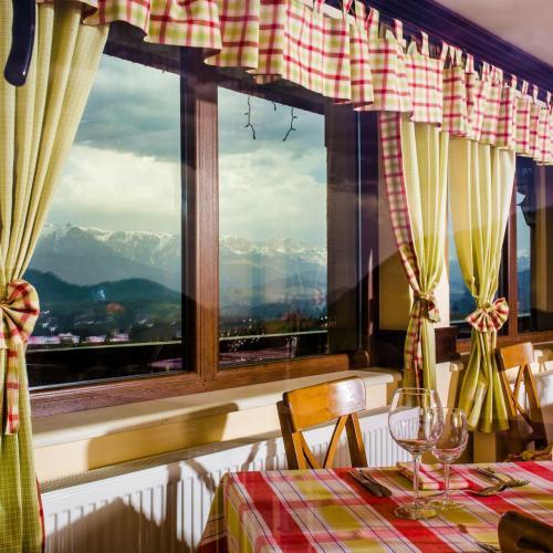 Restaurant Nobillis, Restaurant Piatra Craiului, Restaurant Carpati, Restaurant Pestera (16)