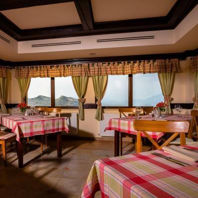 Restaurant Nobillis, Restaurant Piatra Craiului, Restaurant Carpati, Restaurant Pestera (10)