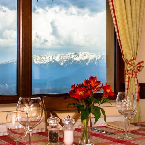 Restaurant Nobillis, Restaurant Piatra Craiului, Restaurant Carpati, Restaurant Pestera (13)