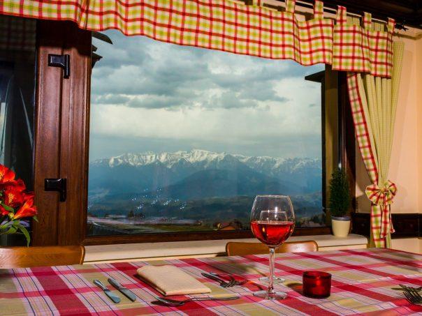 Restaurant Nobillis, Restaurant Piatra Craiului, Restaurant Carpati, Restaurant Pestera (20)