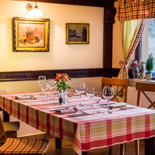 Restaurant Nobillis, Restaurant Piatra Craiului, Restaurant Carpati, Restaurant Pestera (23)