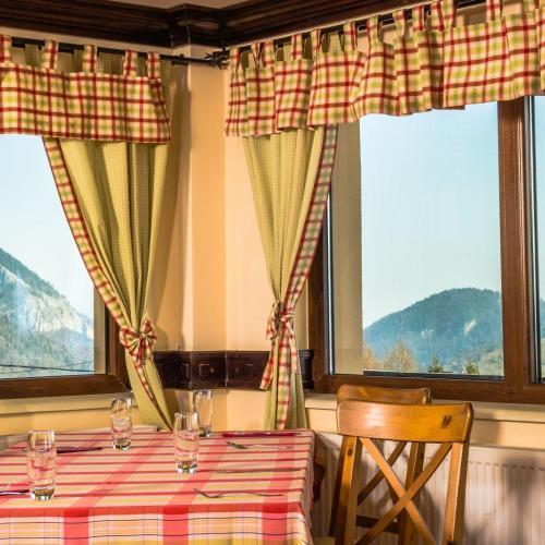 Restaurant Nobillis, Restaurant Piatra Craiului, Restaurant Carpati, Restaurant Pestera (4)